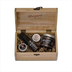 Morgans Volume & Style darčeková sada na vlasy od tradičnej anglickej značky Morgan's zabalená v kvalitnej a štýlovej drevenej krabičke. Vytvorí nadupaný objem a perfektnú fixáciu.