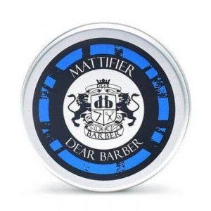 Dear Barber Travel Tin je matný krém na vlasy Dear Barber pre pevný, ale flexibilný účes s matným prirodzeným vzhľadom.