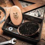 Angrybeard Drevená kefa na bradu a fúzy Harden 002
